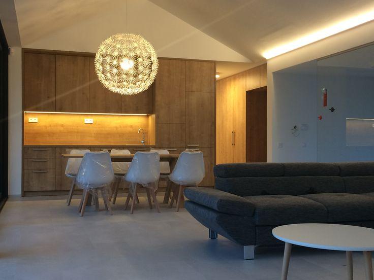 Interiér na mieru od architekta a dizajnéra projektu Hubice Dvory #modelovydom #hubicedvory #rodinnedomy #dinningroom #obyvacka #kuchyna #byvaniepribratislave