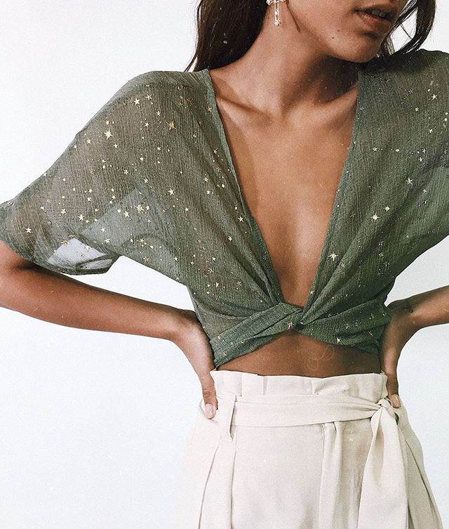 ✬ EVERGREEN WRAP TOP ✬ This top is perf for a night out with the gals ✨ Online now with our new Follow My Lead Shorts #PrincessPolly
