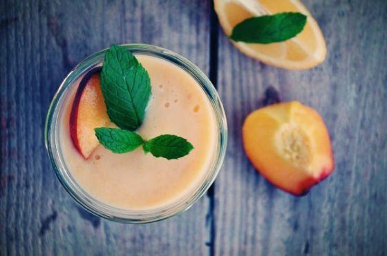 Peach, mint, lemon detox smoothie