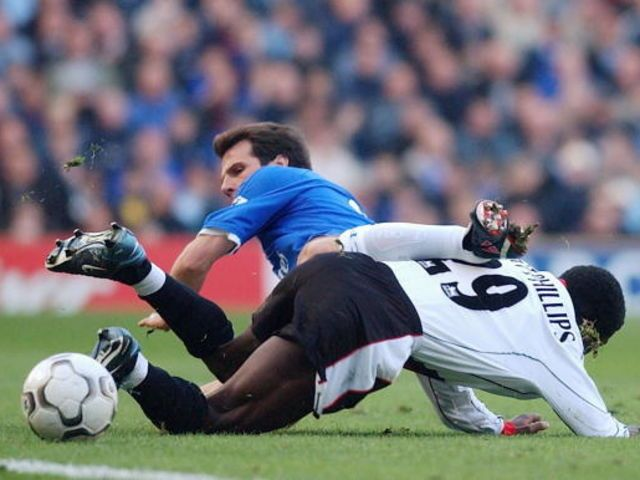 Chelsea 5 Man City 0 in March 2003 at Stamford Bridge. Shaun Wright-Phillips fouls Gianfranco Zola #Prem