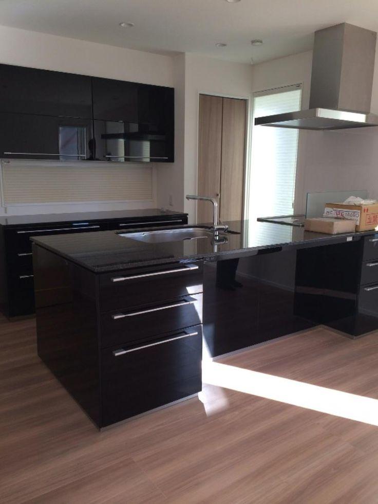グレーウォールナット 215 黒御影石キッチン(画像あり) リビング キッチン スマートキッチン 黒 キッチン
