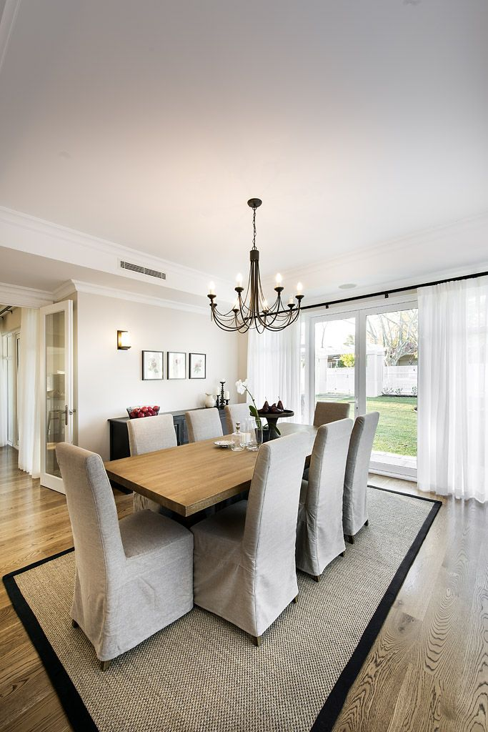 Hamptons style dining room with loose cover chairs - Oswald Homes