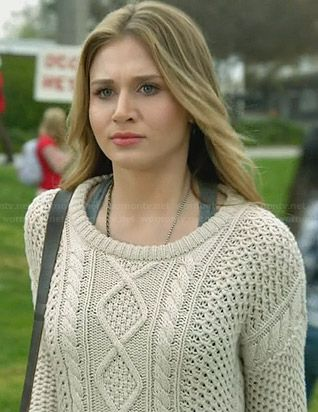 Amy's beige cable knit sweater on Faking It. Season 1 Episode 3 Outfit Details: http://wornontv.net/32127/ #FakingIt