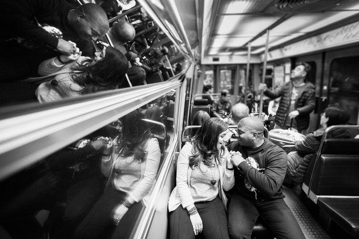métro, Paris, la capitale de l'amour, couple, photographe de mariage, wedding photographer