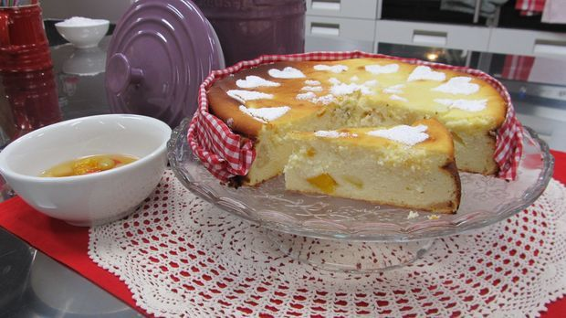 Käsekuchen mit Rumfrüchten: Das Rezept aus Enie backt - Sweet & Easy - Enie backt - sixx