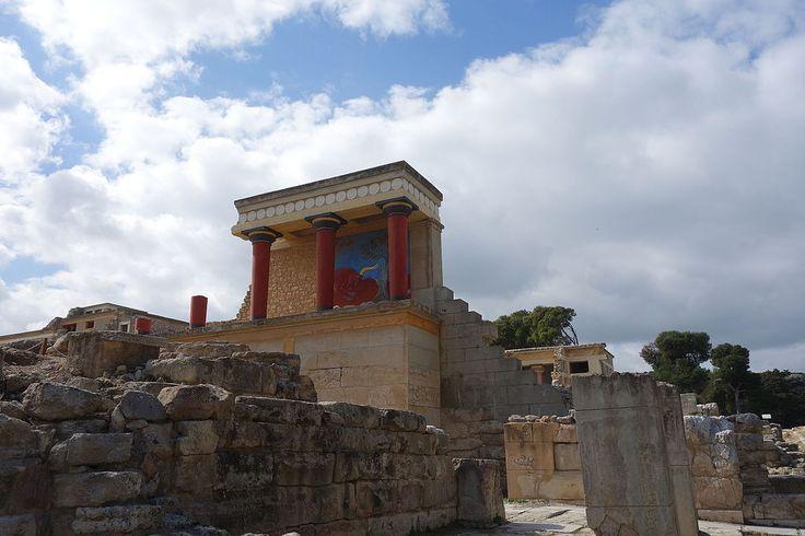 クノッソス宮殿。牛のフレスコ画が特徴的な北側の入り口