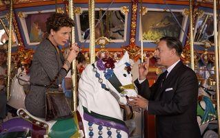 """Dans le film """"Dans l'ombre de Mary"""", Tom Hanks interprète Walt Disney. Ici impliqué à convaincre la romancière Pamela Travers, interpretée par Emma Thompson."""