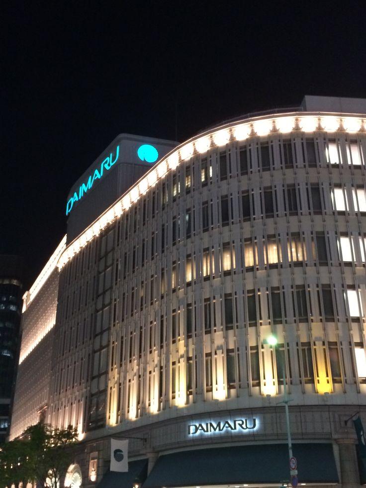 【神戸散歩 大丸神戸店】 建築物としても素晴らしい造形美。 夜のライティングで更にきわだちます。