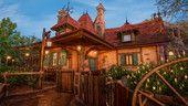 Enchanted Tales with Belle. Magic Kingdon, Orlando, Florida, EUA.
