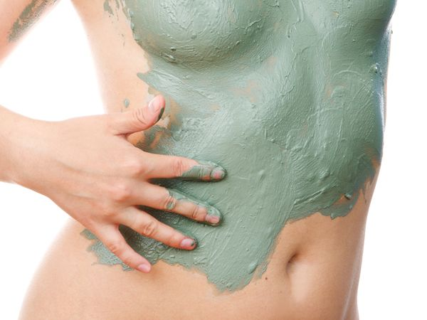 Listed in this article is DIY ginger and aloe vera mask to tighten saggy belly. Take a look.
