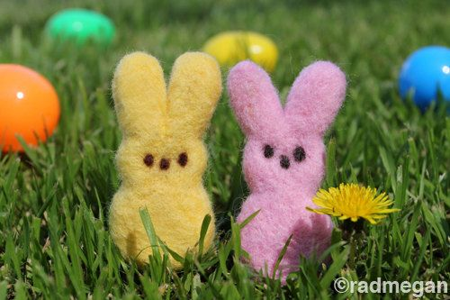wish I knew how to felt. my husbands grandpa love real pees but cant have them hes diabetic,Needlefelt Easter, Easter Bunnies, Felt Secret, Secret Felt, Felt Peep, Easter Bunny, Bunnies Peep, Easter Spring, Needle Felt