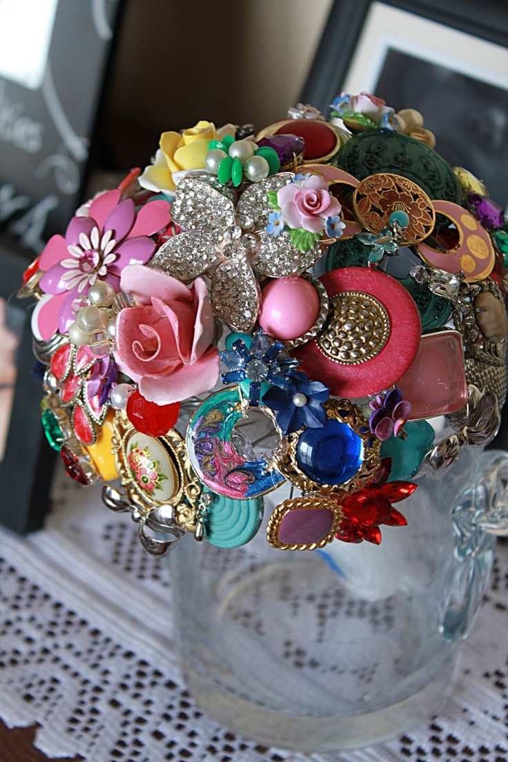 Brooch bouquet! This is flower girl #2's bouquet! I heart this with everything!!!!