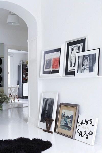 All white corridor with frames ... / couloir tout blanc - murs habillés de cadres.