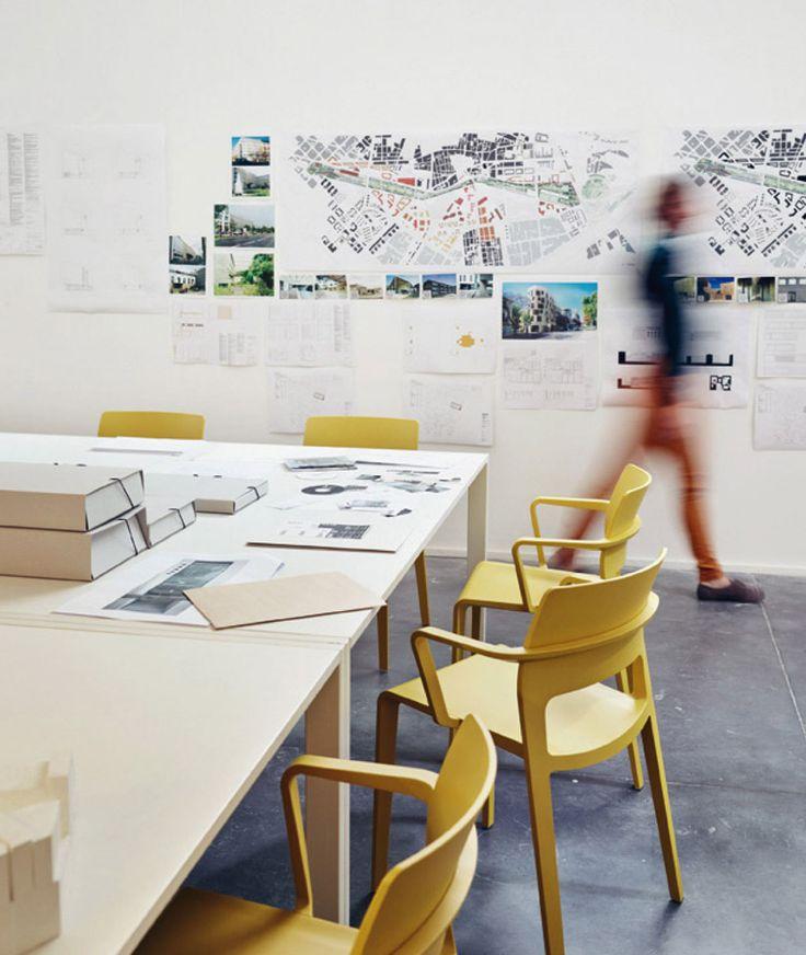Pi di 25 fantastiche idee su pavimento grigio su for Sedie gialle