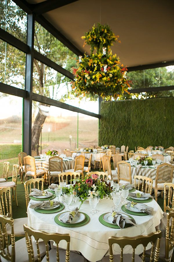 Mesas dos convidados - Decoração de casamento clássico na fazenda ( Decoração: Renato Aguiar   Foto: Debora Pitanguy )