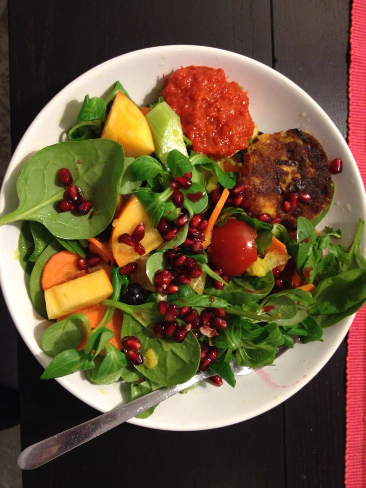Green salad with lentil boll