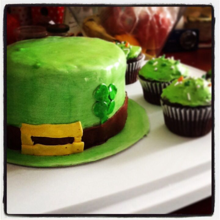 Celebrating my green heritage - Happy St-Paddy's Day!! Chocolate-peppermint cake