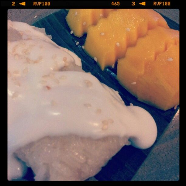 Dessert - Sticky rice with covonut milk and sweet manggo with sesame seeds