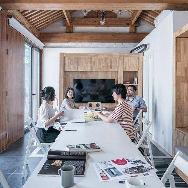 This modular tiny house is controlled via smart TV  The Beijing home is a modern take on the traditional Chinese hutong. http://crwd.fr/2xEDsva  http://alug.online #alugar #alugonline #alugueldecasa #anunciarimovel #apartamento #apartamentodecorado #casa #casaavenda #casanova #comprar #consultorimobiliario #corretordeimoveis #decoração #financiamentohabitacional #grandeoportunidade #homeoffice #imoveis #imoveisavenda #imoveisbrasil #imovel #imovelnovo #investimento #lar #lardocelar…