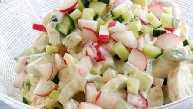 Oppskrift på kremet potetsalat med reddiker