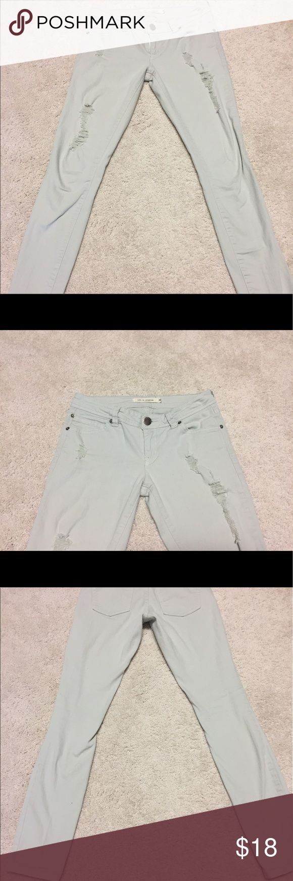 Light grey ripped jeans Great color. Very good condition Forever 21 Jeans Skinny