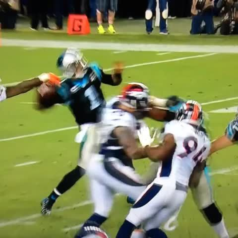 the scam scared of the ball and backs away from it - super bowl 50 (better video here: http://uproxx.com/sports/cam-newton-doesnt-recover-costly-fumble-dive-super-bowl-50/)