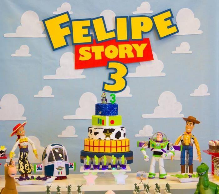 Toy Story 3 Themed Birthday Party Cheio de idéias muito divertido através de idéias do partido de Kara | KarasPartyIdeas.com # # ToyStoryParty DisneyMovie # # PartyIdeas Suprimentos (14)
