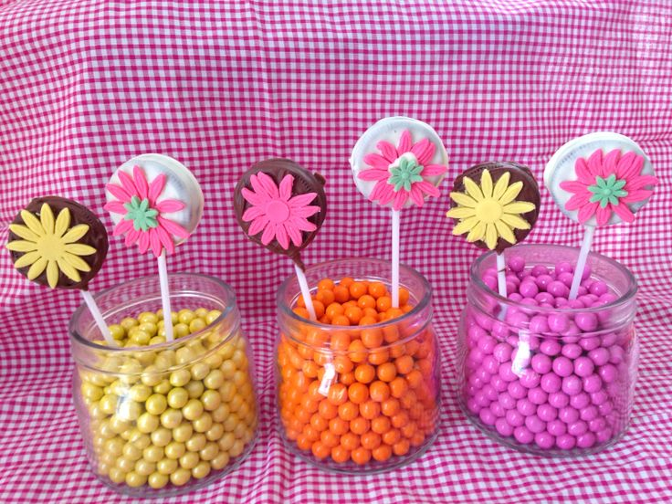 Flower oreo pops in sixlets