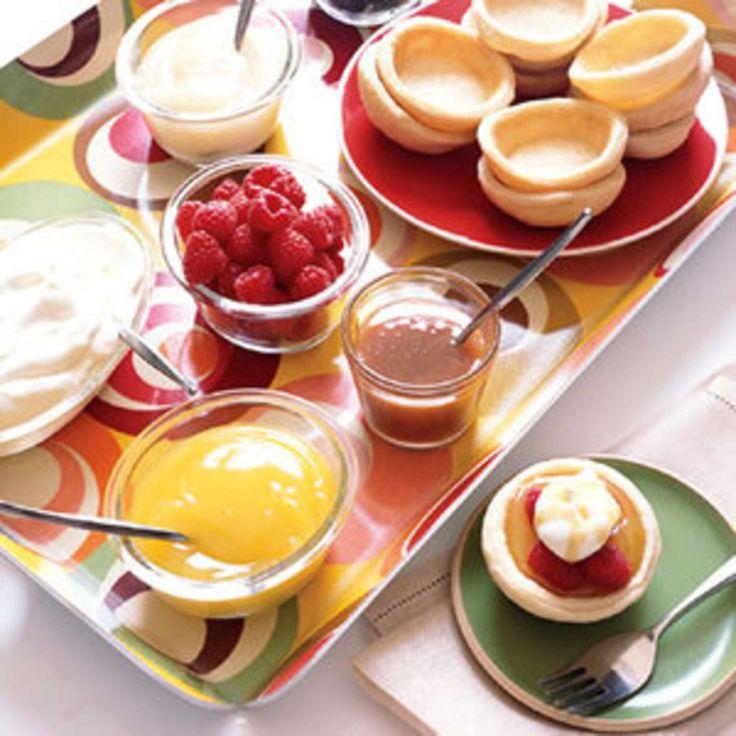 Mini Fruit Tart Buffet. Cuire les tartelette sur l'envers du moule à muffin