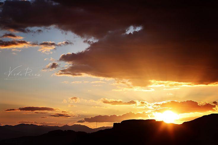 El Monte Coronado recibe este nombre debido a que en su cima se encuentra una meseta de rocas que visto desde cualquier punto cercano parece una corona, hoy con forma de media luna, antes fue un círculo pero es debido a la extracción de piedra caliza por parte del hombre dejando en la actualidad una especie de fachada. via:http://es.wikipedia.org/wiki/Monte_Coronado