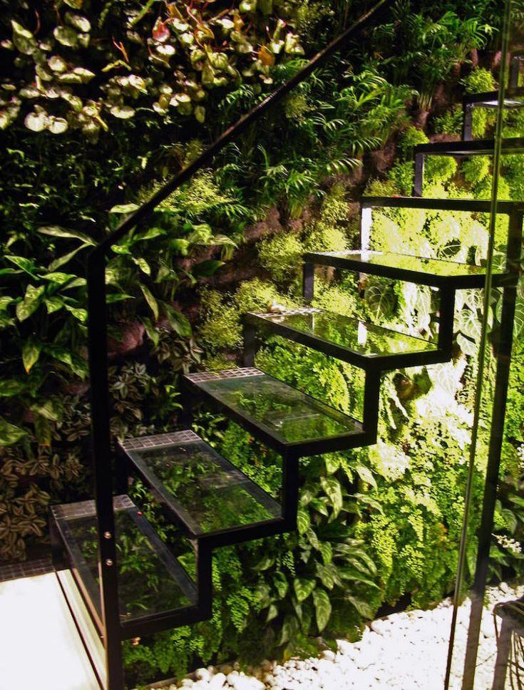 Patric Blanc Mur Végétal in Veillet Studio, Paris. Love the use of green!
