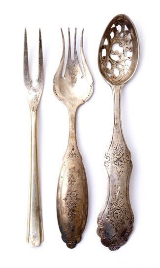 Dutch silver, c19th century. Honestly, I don't know much about these, but I love the shape of the tines on that middle fork. Reminds me of a lyre!