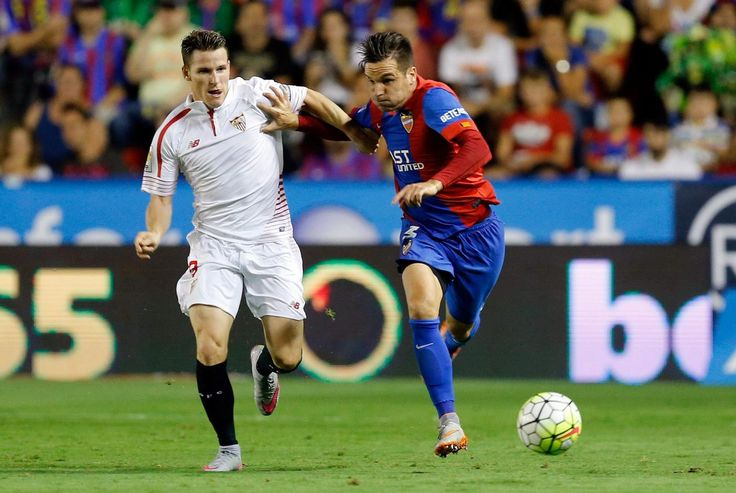 @Levante pugna por la pelota de Antonio García Aranda #9ine