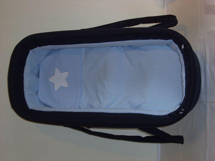 """GEPIMPTE Babywanne für den Kinderwagen! Auch das ist """"fast"""" immer möglich!  Passend dazu ein kleiner Kissenbezug mit Applikation und ein passendes Laken für die Matratze."""