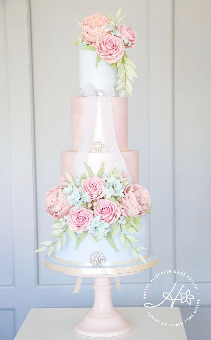 Englische Country Garden Hochzeitstorte, rosa und blaue Hochzeitstorte, vier …   – Dorset Weddings