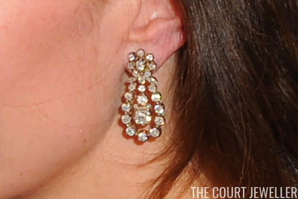 Kate debuted a new pair of earrings that she has never worn before as she attended Place2Be Wellbeing in Schools Awards at Mansion House on November 22, 2016. They are on loan from the Queen and feature a cluster stud with a floral motif, from which a pendant of four graduating diamonds is suspended. The pendant is surrounded by a diamond frame.