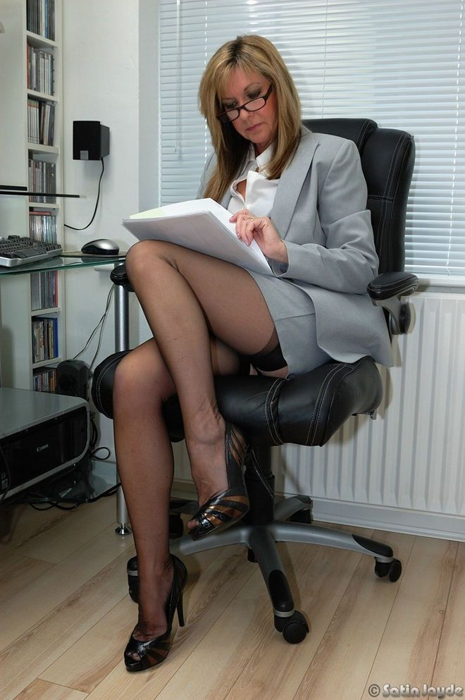 Upskirt secretary watching her