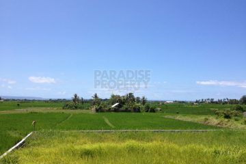 Freehold land in fantastic location to build your dream property for personal use or investment purposes.