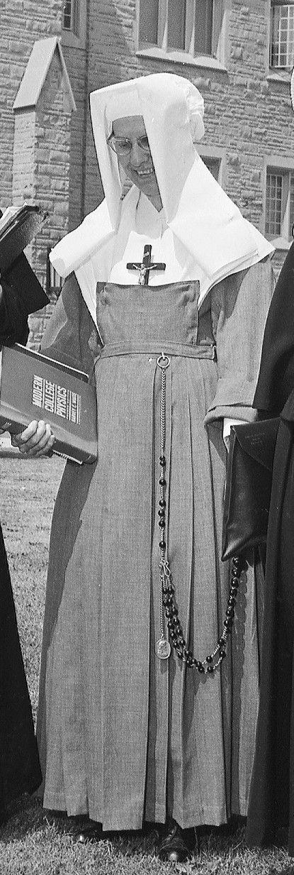 Zakony i zgromadzenia zakonne na świecie: Córki Mądrości: Sister Habits, Historical Habits, Secret Photos, Now Habits, Nun Photos, 29 Habit, Religious Habits, Religious Nuns, Celebrating Sisterhood