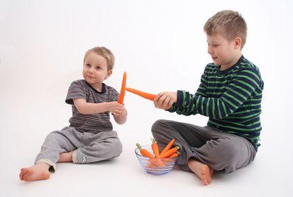 Cómo hacer comida falsa para jugar con niños | eHow en Español
