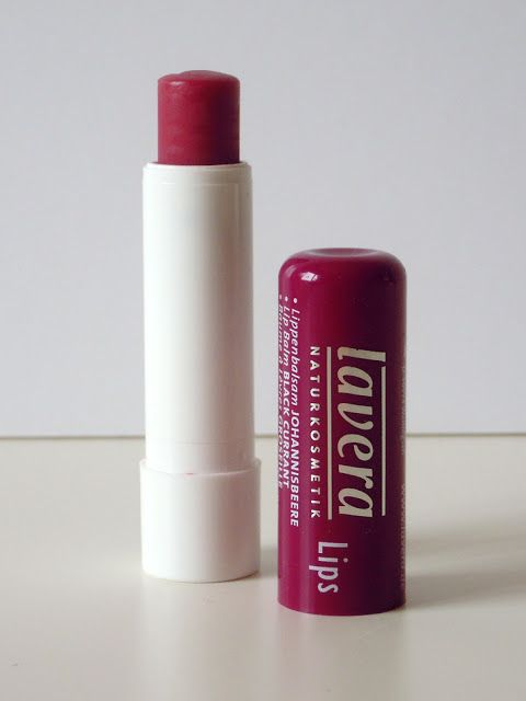 The Beauty Hunters: Review & swatch: Lavera - Balsamo labbra al ribes / natural lipbalm