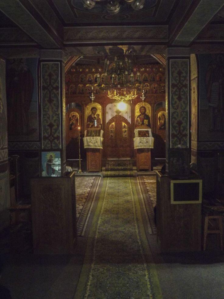 The silence from inside the God house - Imaginea a fost realizata in timpul rugaciunii de seara a maicilor de la Manastirea Recea, din judetul Vrancea, Romania.