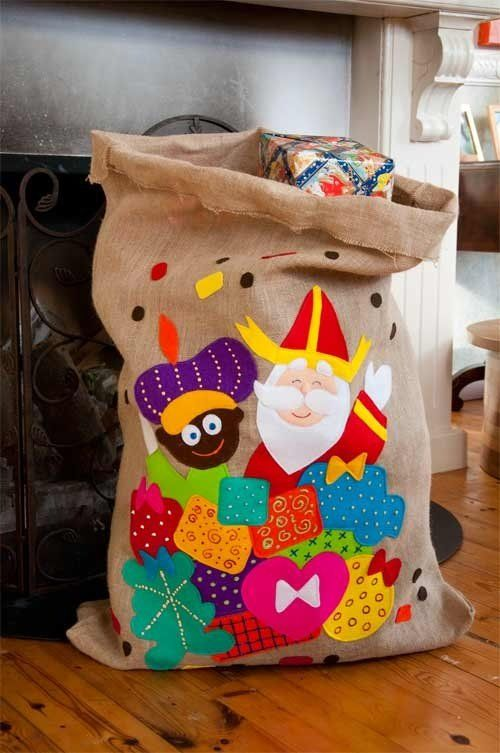 :)) Leuke Sinterklaas cadeauzak van vilt en jute...Stof ook te koop bij De Stoffenstraat