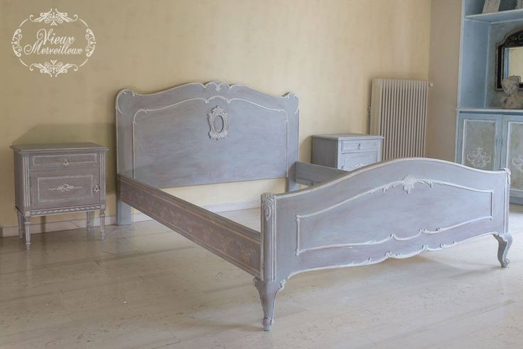 I fell in love with this bedroom set.I used Annie Sloan chalk paint:Paris grey,Original,Coco και clear wax. Irida Kyriakopoulou