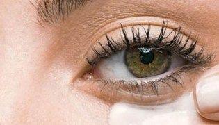 Artigo Combinação de duas pomadas baratinhas elimina olheiras e ruguinhas (médica aprova!)