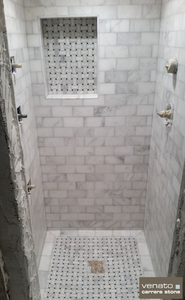 Sample Shower Walls With Decorative Mosaic In Niche And On The Floor Carrara Venato Shower With