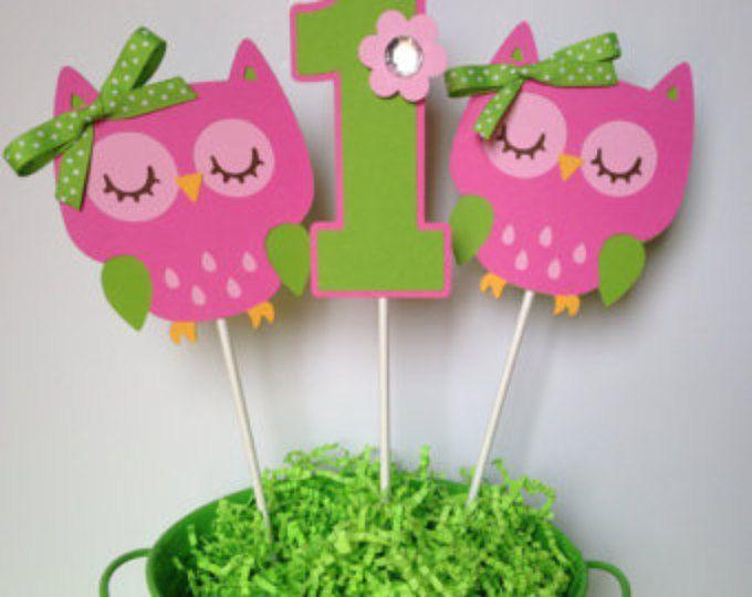 Fiesta de cumpleaños del búho personalizada palos centro de mesa en rosa y verde - buho Party decoraciones - centros de mesa buho - juego de 3