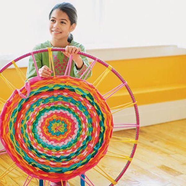 DIY kids! Rug with a hoola hoop! Easy, fun and neat!