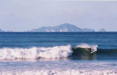Awesome surf at Sandy Bay