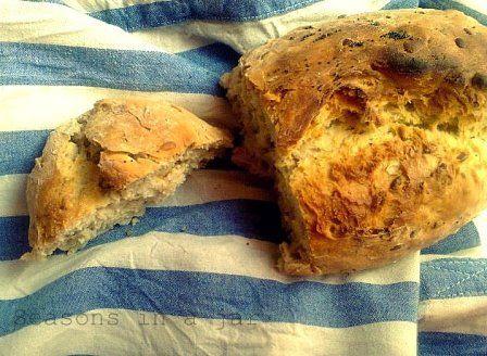 Seasons in a jar: Σπιτικό ψωμί με ηλιόσπορο